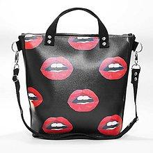 Kabelky - Punky 6 - čierna štýlová kabelka na rameno s originálnym dizajnom a zmyselnou potlačou - 7358318_