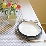 Úžitkový textil - bavlnený stredový obrus 150 x 40 cm, sivé trojuholníky - 7360764_