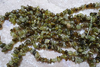 Minerály - Granát zelený zlomky - 7356321_