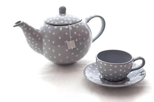 Šedý čajník s bodkami