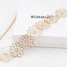 Náhrdelníky - Pozlatený kvetinový náhrdelník so Swarovski kamienkami - 7369723_