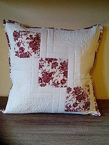Úžitkový textil - Patchworkový vankúš v maslovo-bordovej kombinácii - 7369904_