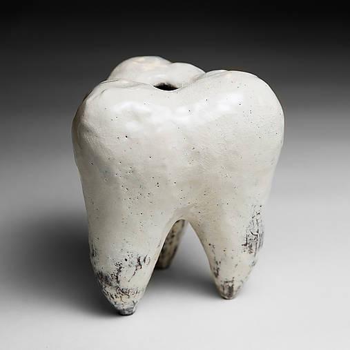 Váza v tvare zubu