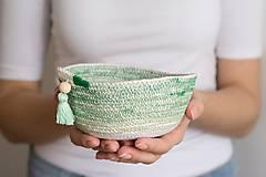Dekorácie - Zľava 50%: Zelená bavlnená miska so strapcom •• - 7368931_