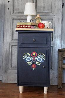 Nábytok - Folklórny nočný stolík - predaný - 7371264_