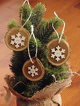 Dekorácie - Drevené ozdoby na stromček s vločkou - sada 3ks - 7372137_