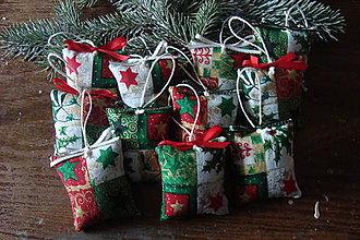 Dekorácie - Vianočný balíček-ozdôbka - 7370286_