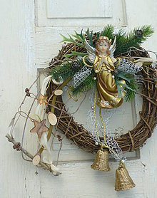 Dekorácie - Vianočný veniec so zlatým anjelom - 7376246_