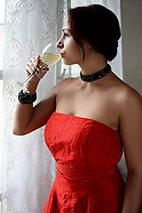 Woman in red - náhrdelník