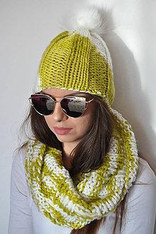 Čiapky - Žlto-biela čiapka s kožušinovým brmbolcom - 7376887_