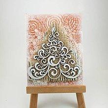 Obrázky - Elegantný stromček na červenom pozadí - veľká rustikálna pohľadnica alebo obrázok - 7378022_