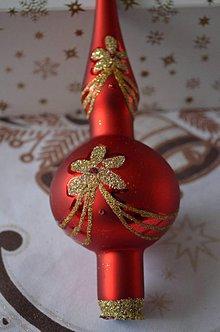 Dekorácie - Červený špic so zlatou dekoráciou - 7385233_