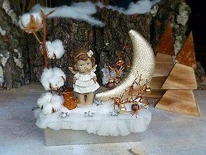 Dekorácie - Vianočná dekorácia so zlatým mesiačikom - 7390583_