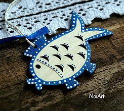 Dekorácie - Vianočná dekorácia kaprík folk - 7389969_