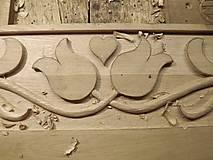 Nábytok - Drevený vešiak vyrezávaný - 7389947_