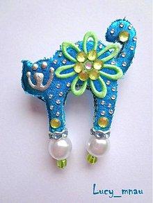 Odznaky/Brošne - Brošnička mačička tyrkysová so zelenou kvetinou :) - 7392759_