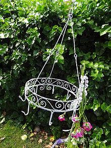 Dekorácie - vôňa byliniek...vešiak na bylinky v bielom vintage štýle - 7403106_