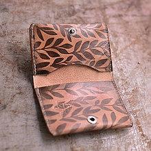 Peňaženky - peňaženka kožená MINIMANY so vzorom Bylinky - 7407562_