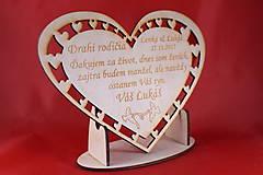 Darčeky pre svadobčanov - Drevene srdiečko ako poďakovanie rodičom 28 - 7410330_