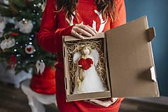 Dekorácie - Vianočný anjel so srdiečkom - 7413662_