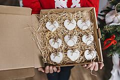 Dekorácie - Plstené srdiečka na vianočný stromček - 7413886_