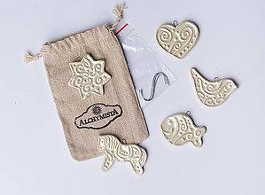 Drobnosti - Voňavé vianočné keramické ozdôbky perleťové biele - 7414557_