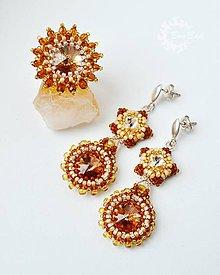 Sady šperkov - Zlatavé - Swarovski obšívané náušnice a prsteň - 7421573_