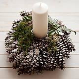 Dekorácie - Vianočný šiškový svietnik - 7422590_