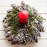 Dekorácie - Vianočný šiškový svietnik - 7422591_