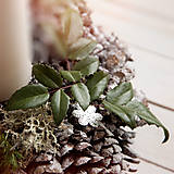 Dekorácie - Vianočný šiškový svietnik - 7422593_