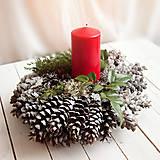 Dekorácie - Vianočný šiškový svietnik - 7422595_