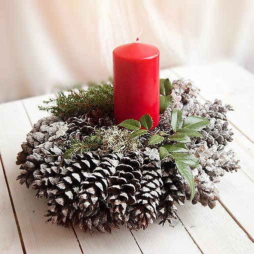 Vianočný šiškový svietnik