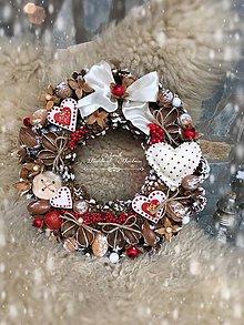 Dekorácie - Vianočný venček Srdiečko - 7422006_