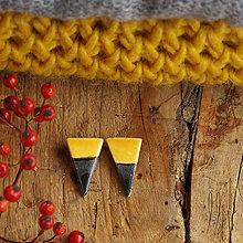 Náušnice - keramické trojuholníkové náušničky puzetky - 7428407_