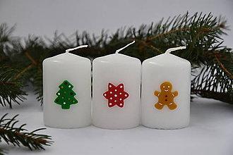 Svietidlá a sviečky - Vianočné sviečky s farebným zdobením - 7424949_
