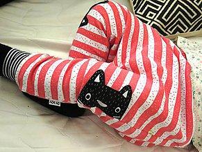 Detské oblečenie - tepláky z biobavlny Zvedavé mačiatka (koralové), vel.62-86 - 7424611_