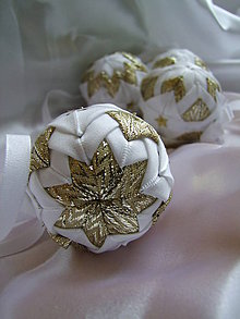 Dekorácie - Sada vianočných gúľ - zlatobiele - 7429163_
