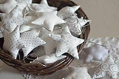 Dekorácie - Bielo strieborné hviezdičky - 7430909_