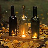 Svietidlá a sviečky - Drevený svietnik so skleneným tienidlom - 7431857_