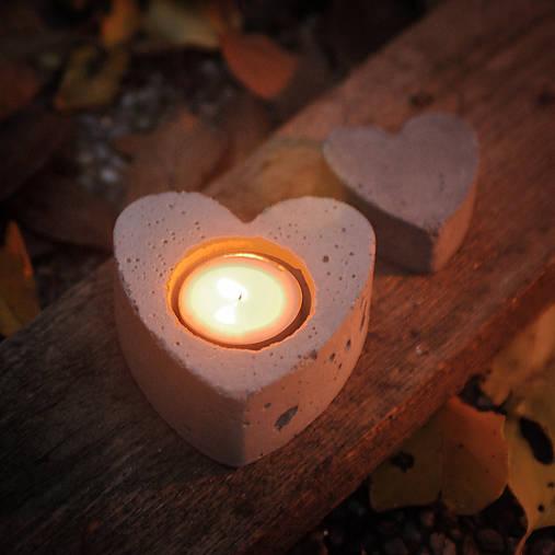 Svietnik na čajovú sviečku v tvare srdca