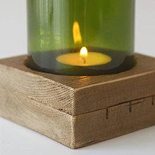 Svietidlá a sviečky - Drevený svietnik so skleneným tienidlom - 7431813_