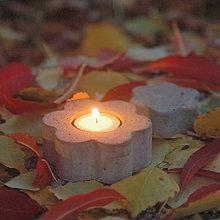 Svietidlá a sviečky - Svietnik na čajovú sviečku v tvare kvetiny - 7432262_