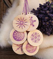 Dekorácie - Drevené vianočné gule so snehovými vločkami - 7433705_