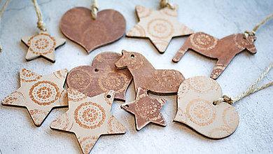 Dekorácie - Sada drevených metalických vianočných ozdôb 12 ks - 7436085_