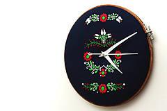 - Tatranci, ručne vyšívané nástenné hodiny - 7438366_