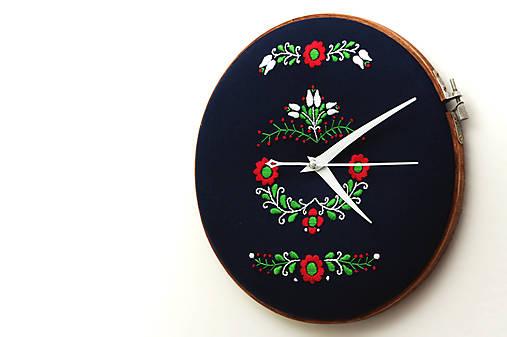 Tatranci, ručne vyšívané nástenné hodiny