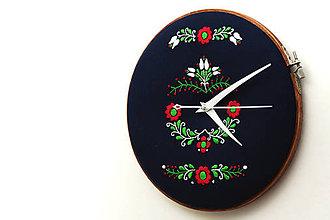 Hodiny - Tatranci, ručne vyšívané nástenné hodiny - 7438366_