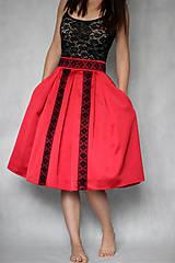 Skladaná sukňa s hačkovanou krajkou rôzne farby