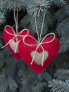 Dekorácie - Vianočné srdiečka z filcu - 7445467_