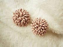 - Náušnice kožené, bombuľky ružové - 7441708_